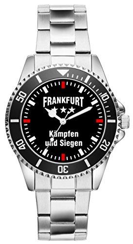 Dank diesem besonderen Modell schauen Sie doppelt so gerne nach der Zeit! Mit einer unserer KIESENBERG Uhren hebt man sich aus der Masse heraus. Ein solides Marken Laufwerk sorgt für Ganggenauigkeit. Das Metall Armband ist in seiner Größe 7-fach verstellbar. Der Durchmesser der Uhr beträgt ca. 43 mm mit Krone. Wasserdichtigkeit : 3 ATM. Dank unserer exklusiven Vertriebsmöglichkeiten von KIESENBERG Uhren kann man sich sicher sein, ein besonders individuelles und einzigartiges Geschenk zu erhalten.