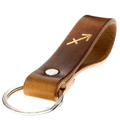 LIEBHARDT Schlüsselanhänger Leder mit Sternzeichen in Gold geprägt das Geschenk zum Geburtstag für deinen Lieblingsmensch ob Frau oder Mann Handmade in Germany (Schütze)