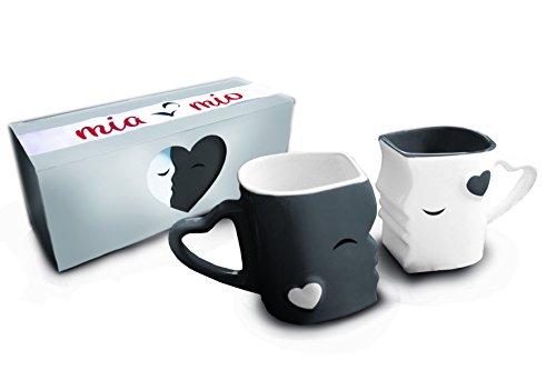 MIAMIO - Kaffeetassen/Küssende Tassen Set Geschenke zur Hochzeit für Frauen/Männer/Freund/Freundin aus Keramik (Grau)