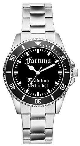 Dank diesem besonderen Modell schauen Sie doppelt so gerne nach der Zeit! Ein solides Marken Laufwerk sorgt für Ganggenauigkeit. Das Metall Armband ist in seiner Größe 7-fach verstellbar. Der Durchmesser der Uhr beträgt ca. 40 mm und die Wasserdichtigkeit ist 3 ATM.