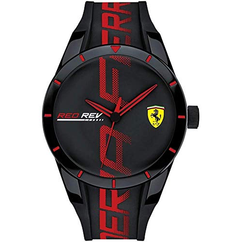 Die SCUDERIA FERRARI RED REV-Familie besteht aus Uhren in verschiedenen Farbvarianten und ist mit einem Durchmesser von 44 mm oder 38 mm erhältlich.