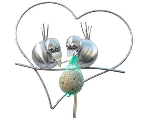 J. Tiedemann Manufaktur & Design Edelstahl Gartenstecker und Rankhilfe, 165 cm hoch. Coco und ZIPPI als Meisenknödelhalter im Herz. Die Dekoration für den Garten auch im Winter.