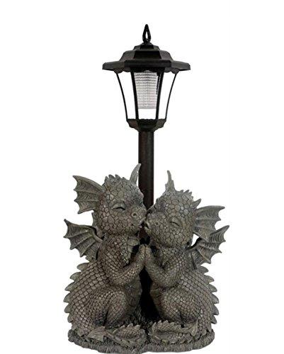 Süsser Gartendrache verliebt mit Solarlaterne Drache Figur Gartenfigur Solar loving