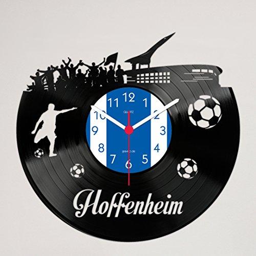 Eine extravagante Uhr, das Stadion eingeschnitten in eine Schallplatte. Ein muss für jeden Hoffenheim Fan! Das Foto-Label kann auch gern auf Ihren Wunsch angepasst werden. Egal ob als Geschenk oder für die eigenen Wände, bereitet die Vinylwanduhr jedem eine Freude.