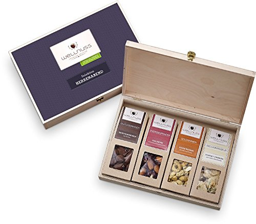 """wellnuss Geschenk-Box für Männer """"Herrenabend"""" – 4 Premium Nuss- und Schokoladen-Snacks   Edle wiederverwendbare Geschenkbox aus Birkenholz und Schmuckverpackung"""