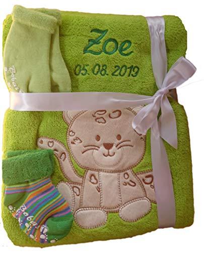 Babydecke mit Namen bestickt + Babysocken Babyrassel Greifling Baby Geschenk Geburt Taufe (grün Leopard)