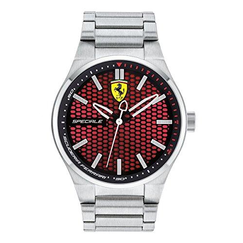 Scuderia Ferrari Orologi führt mit ihrer Speciale ein neues Rennwagen-inspiriertes Design ein. Das 44 mm-Gehäuse ist in massivem Edelstahl gefertigt und wird durch die klassischen Teamfarben zu einer aufregenden neuen Sportuhrkollektion. Die Familie enthält Modelle mit massivem Edelstahlarmband. Das 3-Zeiger-Modell verfügt über ein sportliches Zifferblatt mit Sunrayschliff und Wabenstruktur. Dieses Modell sticht durch seine bemerkenswerte Farbkombination von schwarz und rot hervor. Alle Modelle sind für die Leistungssicherheit und Präzision quarzgetrieben.