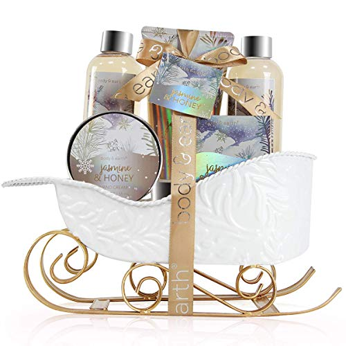 Um die bevorstehenden Weihnachten zu umarmen. BODY und EARTH hat sorgfältig ausgewählte Bade- und Körperkollektionen für Sie zusammengestellt, um Ihre Weihnachtszeremonie auf süße Weise zu überraschen und zu erfreuen. Das hauseigene Bade- und Körper-Set ist liebevoll hergestellt und wird mit einer luxuriösen Schachtel geliefert - einem tollen Weihnachtsgeschenk-Set für Sie, Ihre Eltern oder einen geliebten Menschen -, mit dem Sie im ganzen Winter sational glatte Haut riechen können.Mit dieser Liste einzigartiger Weihnachtsgeschenke finden Sie eine Option, die einen unvergesslichen Eindruck hinterlässt.