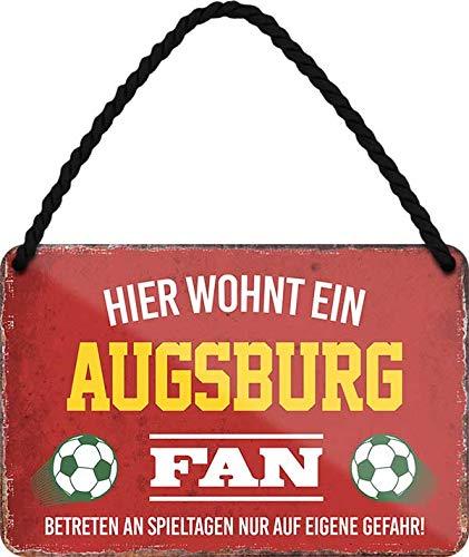Blechschilder HIER WOHNT EIN Augsburg Fan Hängeschild für Fußball Begeisterte Deko Schild Geschenkidee 18x12 cm