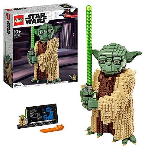 Dieses Set von LEGO Star Wars mit zwei Yoda-Figuren ist die perfekte Ergänzung für die Sammlung eines jeden Fans! Das unglaublich detaillierte Modell des mächtigen Jedi-Meisters Yoda (75255) zum Ausstellen basiert auf dem Filmcharakter aus Star Wars: Angriff der Klonkrieger. Es verfügt über einen beweglichen Kopf, bewegliche Augenbrauen, Finger und Zehen sowie Yodas grünes Lichtschwert.