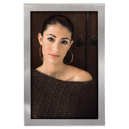Hama Bilderrahmen 13x18 cm Bristol (Portrait Fotorahmen zum Aufstellen und Aufhängen mit Samtrückwand) silber