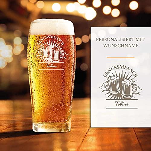 Smyla Premium Bierglas mit Gravur (Genussmensch-Design) | Geschenk-Idee | personalisiertes Bier-Glas mit Name | Geschenk für Männer 0,5 Liter